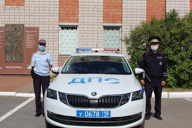 В Удмуртии полицейские помогли госпитализировать женщину, которой стало плохо в дороге