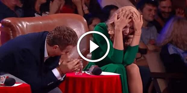 Увидев будущего тестя, жених потерял дар речи — Этот номер довел зал до истерики!