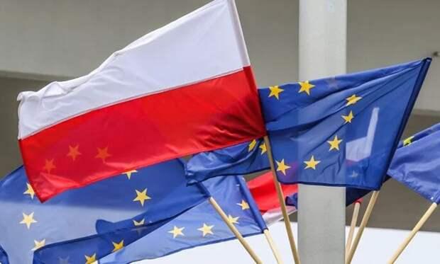 """Польша начала с ностальгией вспоминать """"советскую оккупацию"""""""
