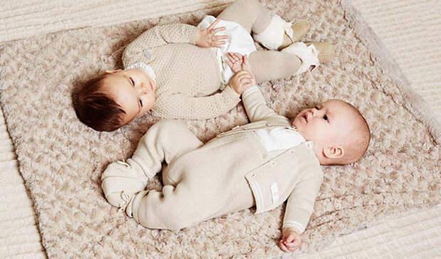 Совсем же маленьких детей, которые еще не ходят, тоже чаще всего наряжают не в пеленки. СССР, детская одежда, мода 80-90-х