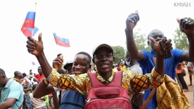 Представители центральноафриканской диаспоры вышли на демонстрацию в поддержку РФ во Франции
