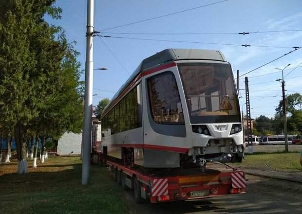 В Краснодар доставили еще один трамвай из новой партии
