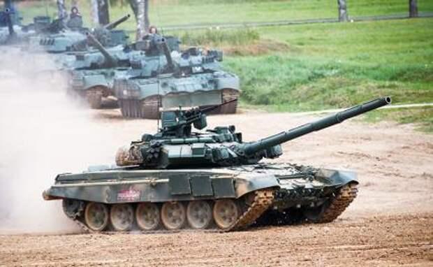 На фото: танки Т-72 Б3 во время демонстрации боевых возможностей