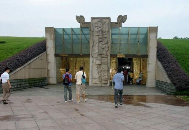 Бронзовые исполины Китая: Следы загадочно исчезнувшей цивилизации, которая была намного старше Рима