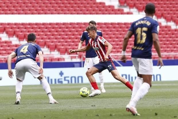 «Атлетико» удержал лидерство, «Барселона» окончательно выбыла из борьбы за чемпионство