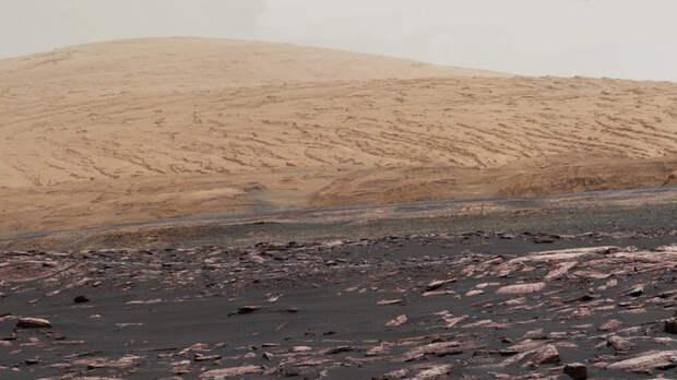 Новое исследование считает возможной жизнь под марсианской поверхностью