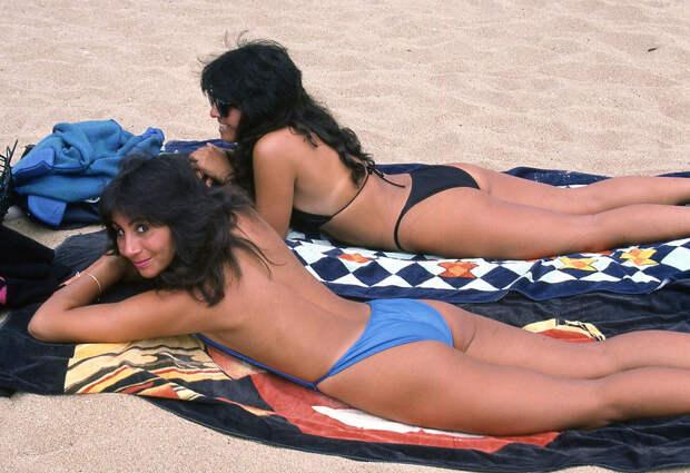 Красивые и милые девушки на пляже - приближаем лето