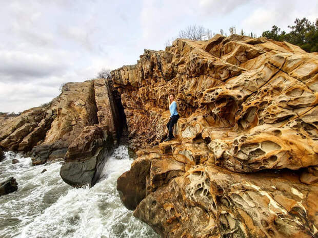 Невероятные «Сырные» скалы— чудо природы наКрымском побережье