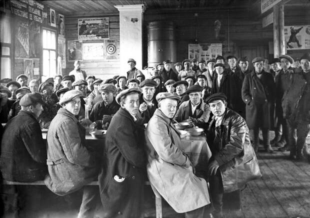 Обед для призывников Михаил Смодор, 1931 год, г. Галич, «Костромская старина».