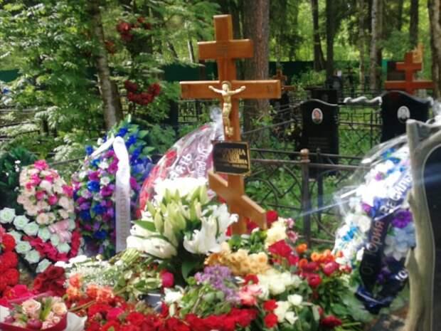 Похоронами Юлии Норкиной занимался ее сын от первого брака