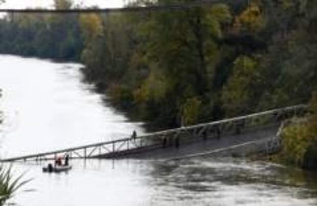 Под Тулузой обрушился висячий мост