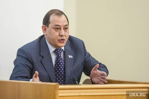 Обвинение определилось снаказанием для экс-депутата думы Тюмени. Его судят зарастрату