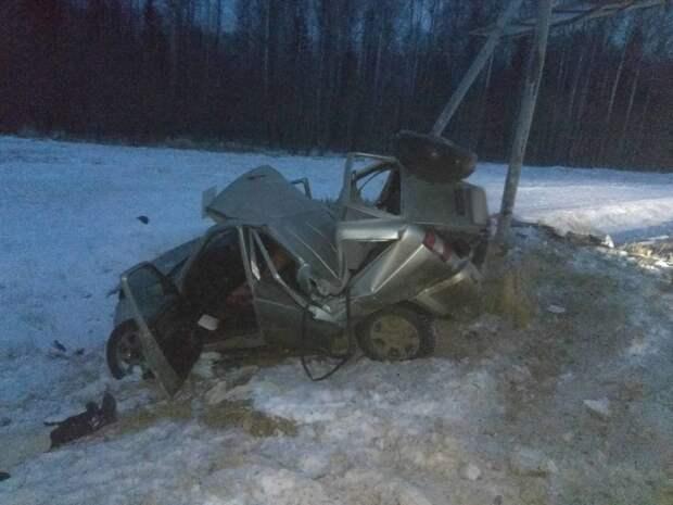 Водитель «УАЗа» въехал в дорожный знак на трассе в Удмуртии: 2 человека погибли
