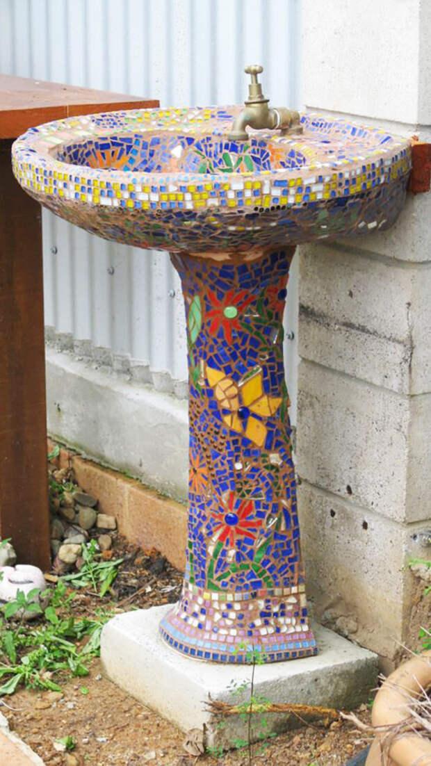 Повторите любимый прием Гауди, используя битую керамическую плитку