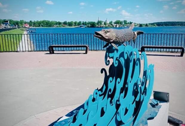 Памятник щуке установили вВыксе нанабережной Верхнего пруда
