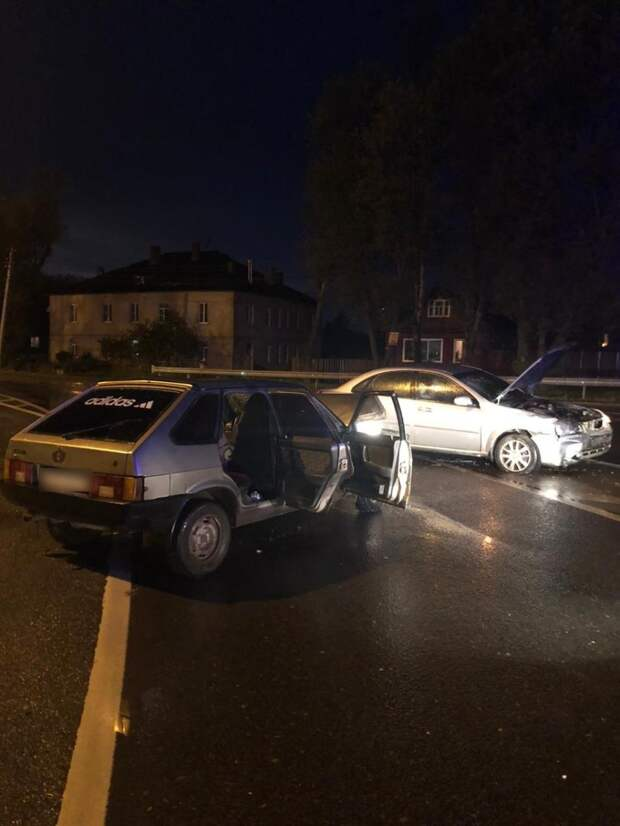 Водитель выехал на «встречку» и столкнулся с «ВАЗом» в Тверской области