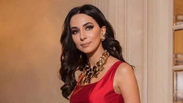 Никаких тайн: с кем встречается певица Зара?