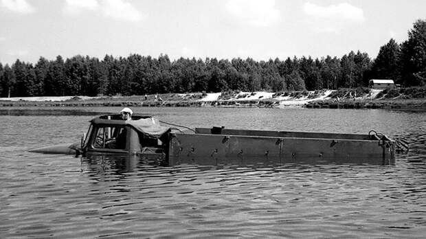 Неизвестный Советский военный грузовик Урал 375П, который умел плавать