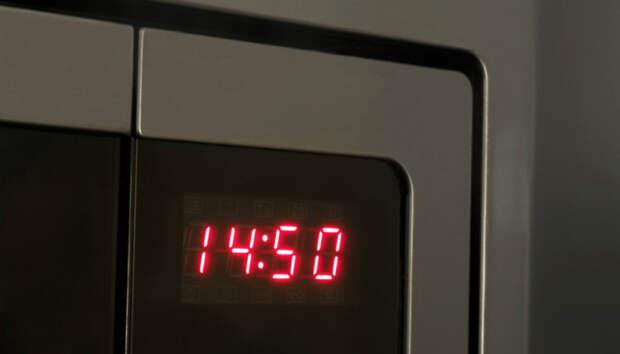 Из-за политических разногласий часы в микроволновках по всей Европе стали отставать на 5 минут. Как так вышло?