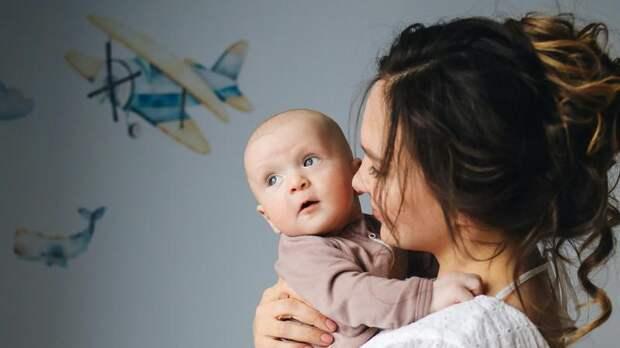 Кормящим матерям разрешили вакцинироваться «Спутником V»