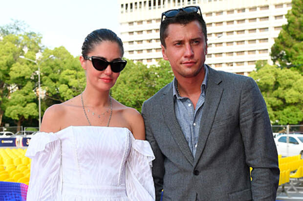 Прилучный и Муцениеце официально развелись