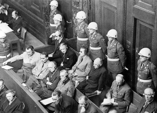 Обвиняемые на скамье подсудимых во время судебного процесса над группой главных нацистских военных преступников, 1945 год© Евгений Халдей/ТАСС