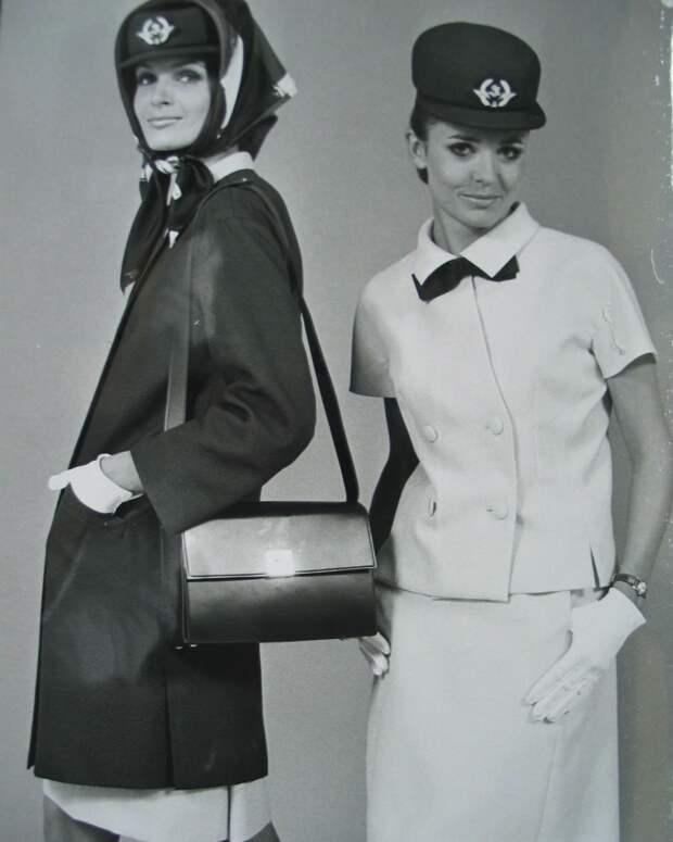 Стюардессы Air France в униформе Balenciaga, 60-е