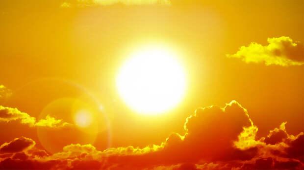 Об аномальной жаре и высоком уровне излучения Солнца предупредили россиян