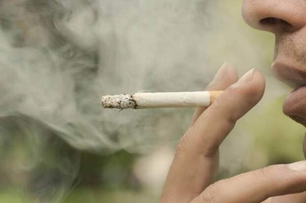 Пульмонолог рассказал, стоит ли бросать курить больным коронавирусом