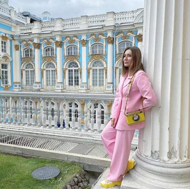 От Ляйсан Утяшевой до Дианы Сабуровой: топ стильных жён русских комиков