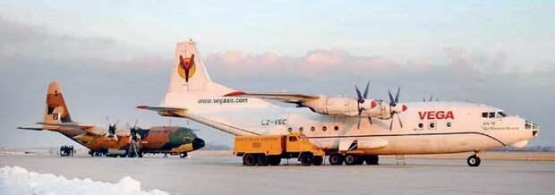 антонов ан-12, локхид с-130, самолет геркулес