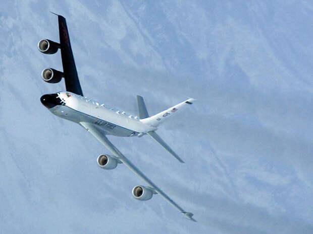 У берегов Крыма засекли два военных самолета США
