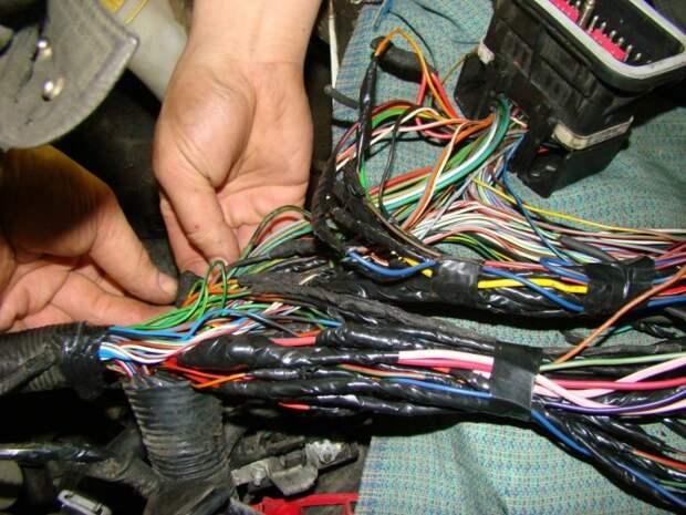 Следует также проверить состояние проводки. /Фото: 1km.by.