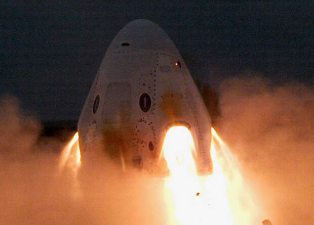 Первый туристический полет Crew Dragon наметили на 2021 год