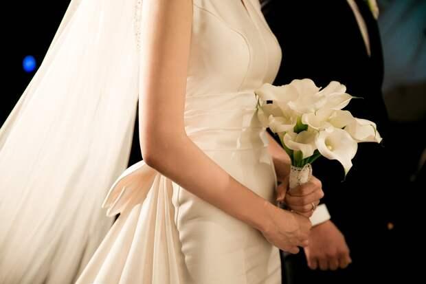 Невеста и свидетельница разругались накануне свадьбы из-за «ужасного» платья