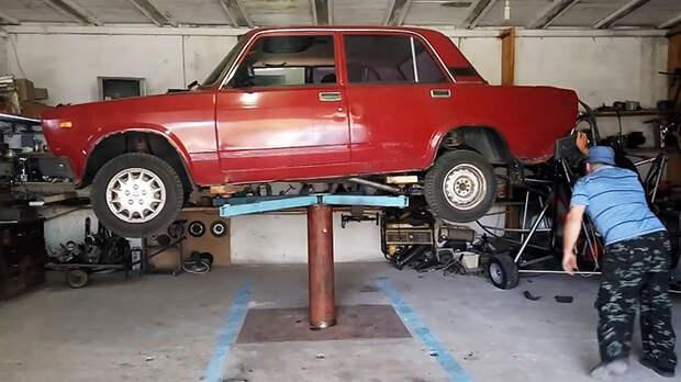 Как сделать автоподъемник у себя в гараже