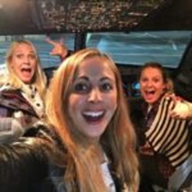 3 подруги оказались единственными пассажирками обычного самолёта