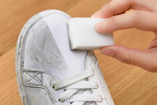 Протирайте обувь мягкой стороной губки, а не жесткой / Фото: ae01.alicdn.com