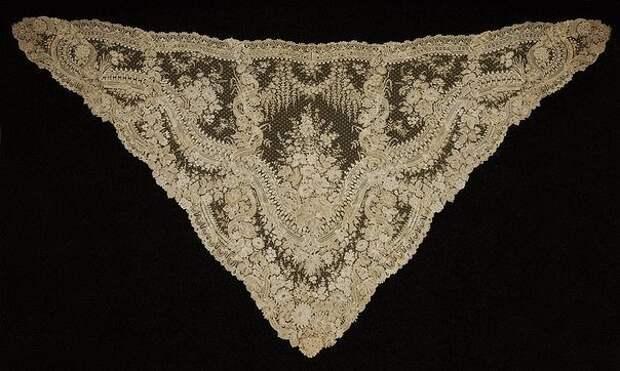 Шаль из брюссельского кружева ручной работы, середина XIX века. Оцените