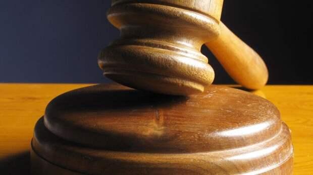 Напавшего с ножом на учителя пермского школьника арестовали в суде