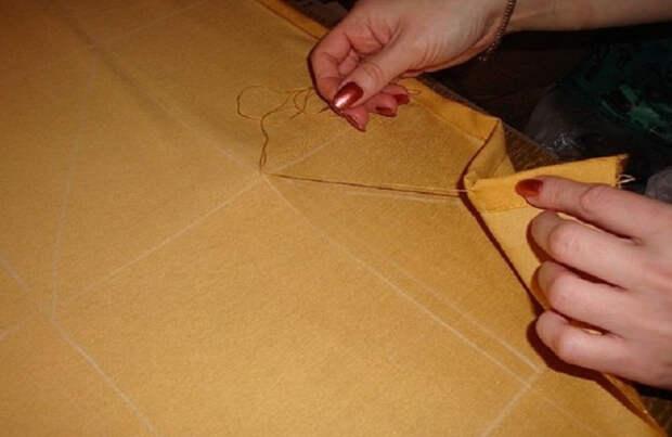 Хозяйка сделала небольшие закрепки на ткани… Такое изделие заслуживает быть на виду у всех!