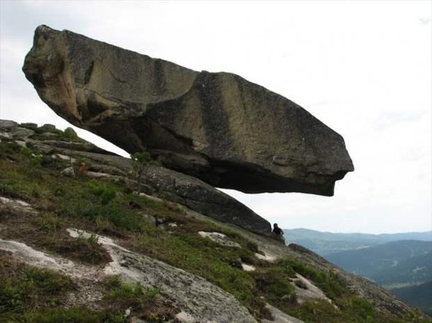 Висячий камень