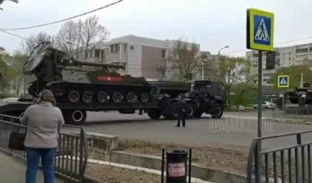 Танковая колонна оборвала провода вПриморье