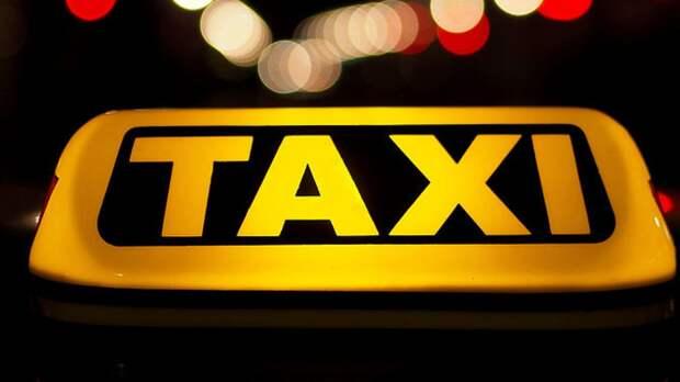 Омская полиция ищет сбившего двух пешеходов водителя такси