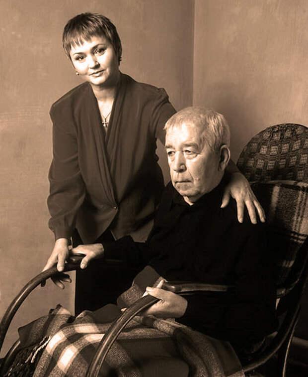 Брондуков после инсульта с женой.