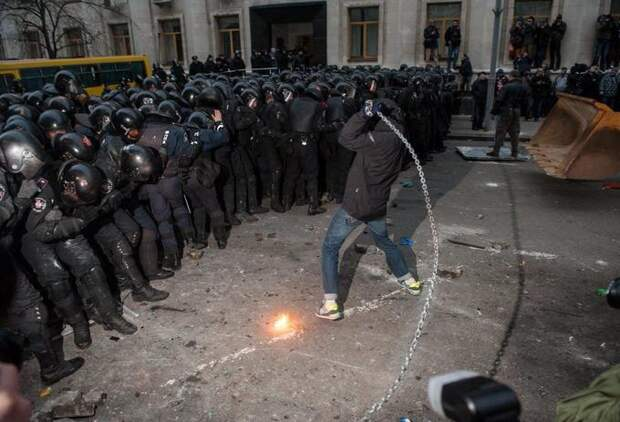 О мирных протестующих и озверевшем ОМОНе