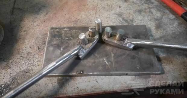 Приспособление для изготовления металлической цепи
