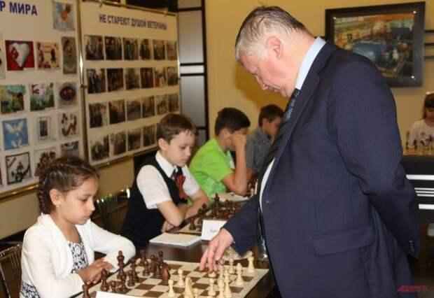 Путин поздравил чемпиона мира по шахматам Карпова с 70-летием