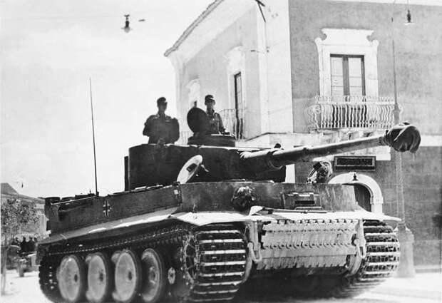 А вдруг? Немецкий пенсионер хранил в подвале зенитную установку и нацистский танк