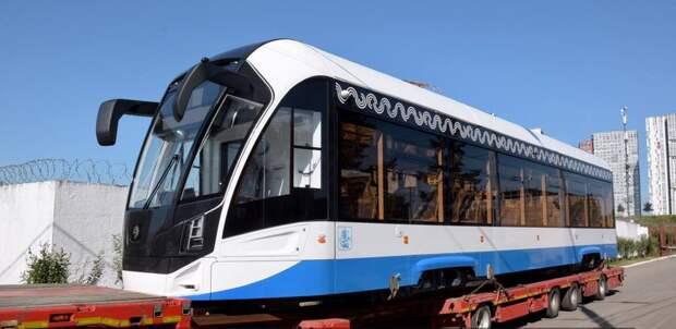 Новые односекционные трамваи прибыли в депо на улице Твардовского